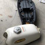 APE50を修理する その2 シートとタンクの外し方